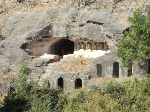 Buddha caves at Hpo Win Daung