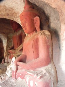 Buddha image in cave at Hpo Win Daung
