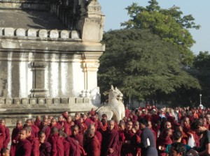 Monks lined up at Ananda Temple to receive offerings