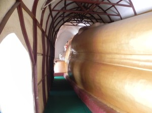 Large reclining Buddha in a small space in Manuha Temple