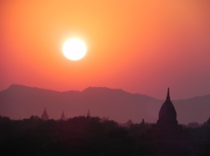 Another spectacular sunset over the temples of Bagan